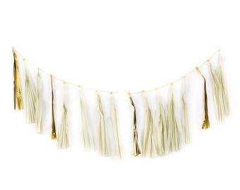 Guirlande à pompon beige et or / Baby Shower décorations / décoration de mariage / Bachelorette guirlande de papier de soie / chaise haute bannière