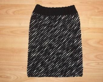Skirt black and white, size 128 - 140, lanesplitting knitted, girls, girls,modern