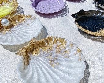 Resin seashell trinket tray