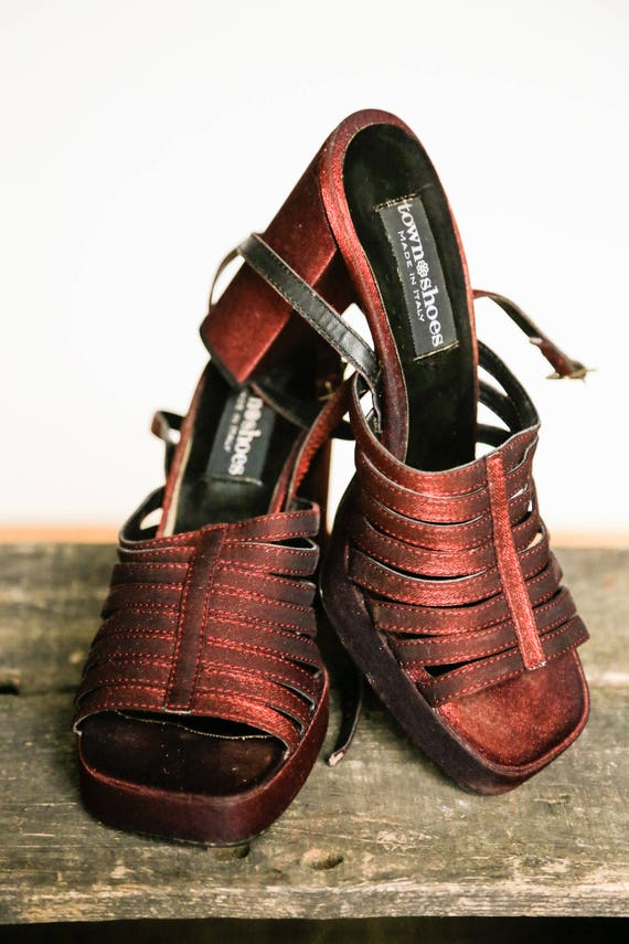 90s Red Iridescent Strappy Chunky Heel Shoes | Squ