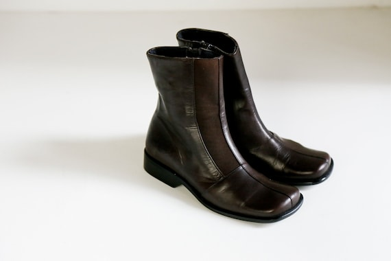 Square Toe Brown Leather Boots | 90s Flat Heel Sho