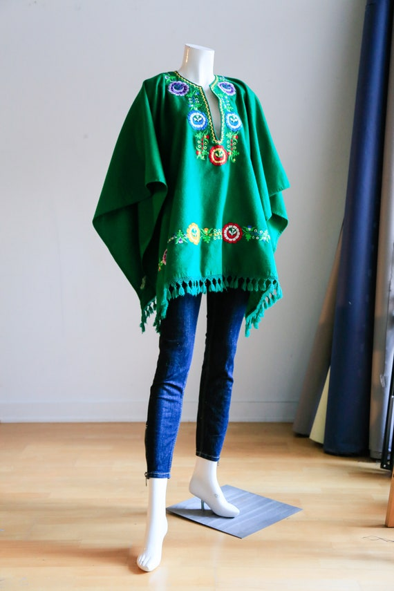 Green Wool Floral Embroidered Poncho with Fringe|