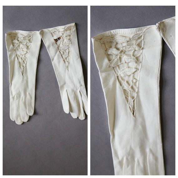 Deer Skin White Embroidered Wedding Gloves   Kidsk
