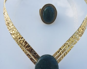 Forrest green, rocky gold, V shaped Choker; Forrest green oval gold ring (UV2P1006)