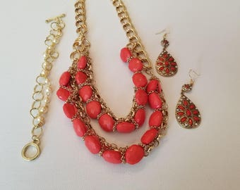 White and red-orange acrylic Necklace and Earrings (SKU #UVF3PP126)
