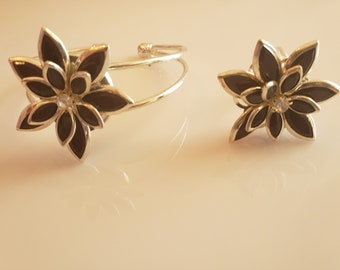 Deep black and silver flower bracelet with silver trim; black and silver flower ring (SKU# UV2PY1011)