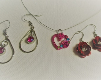 Fuchsia pink and Bright pink Heart Necklace and 2 pair of Earrings (SKU # UVY3P104)