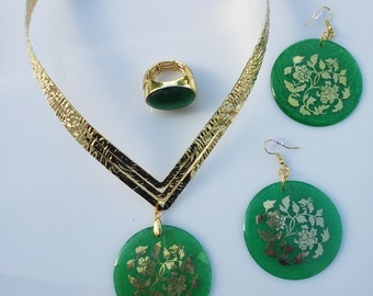 Green Gold round focal pendant; gold v neck choker, Green Gold round focal earrings, green gold oval ring (SKU #UV3P1008)