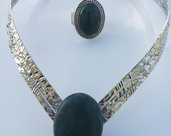 Forrest green, rocky silver, V shaped Choker; Forrest green oval silver ring (UV2P1016)