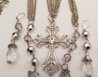 Silver and Clear necklace and earring set  (SKU #UV2P500 )