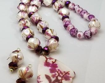 Classy 2 piece gray burgundy and white flower pearls, Bracelett and Earrings (SKU #UV2PP602)