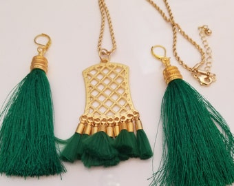 Tassel Necklace. Forrest Green Tassel. Gold Pendent. Gold chain. Forrest Green Tassel earrings. Gold tips. (UVFP2P502)