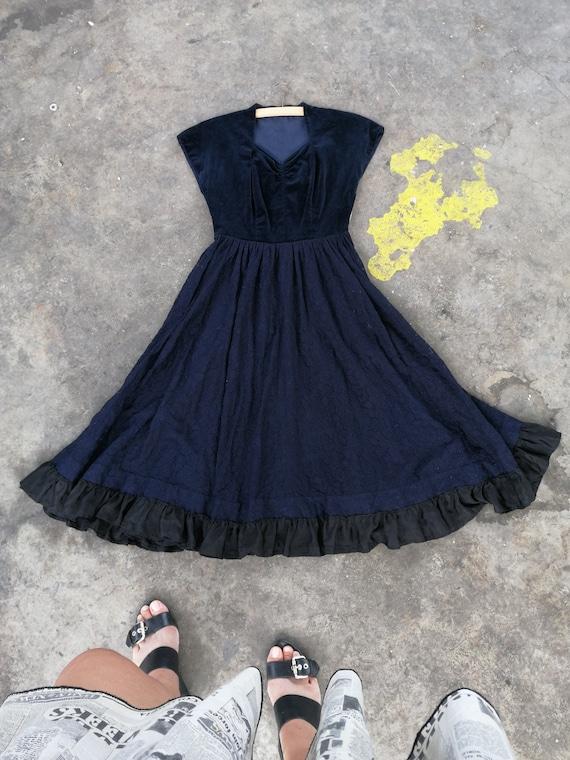 Vintage velvet and lace 1940s 1950s dress