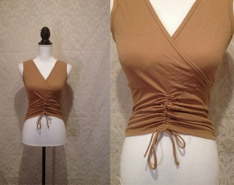 1980s 90s Caramel Brown Stretch Cross Front V Neck Sleeveless Tank Top Crop Top Drawstring Ruched Ruffled Yoga Hippie Minimalist S