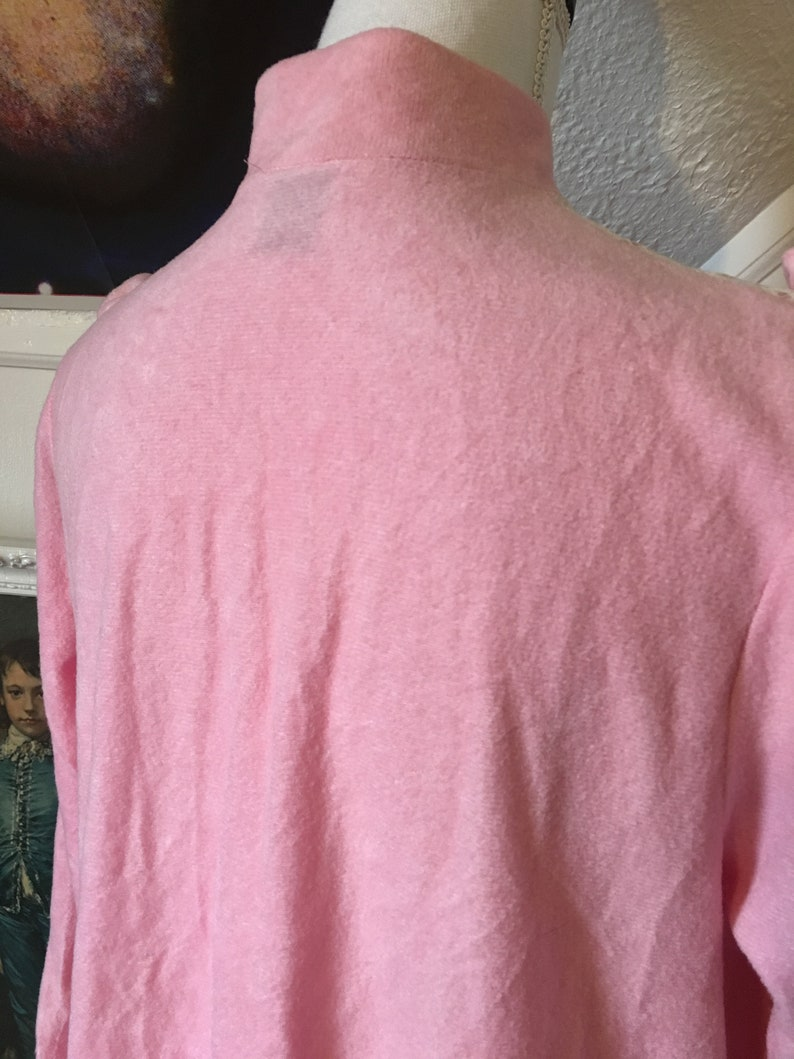1970s Bubblegum Pink Velour Soft Fuzzy White Lace Ruffle Long Sleeve Maxi Nightgown Novelty Kitsch Women/'s M