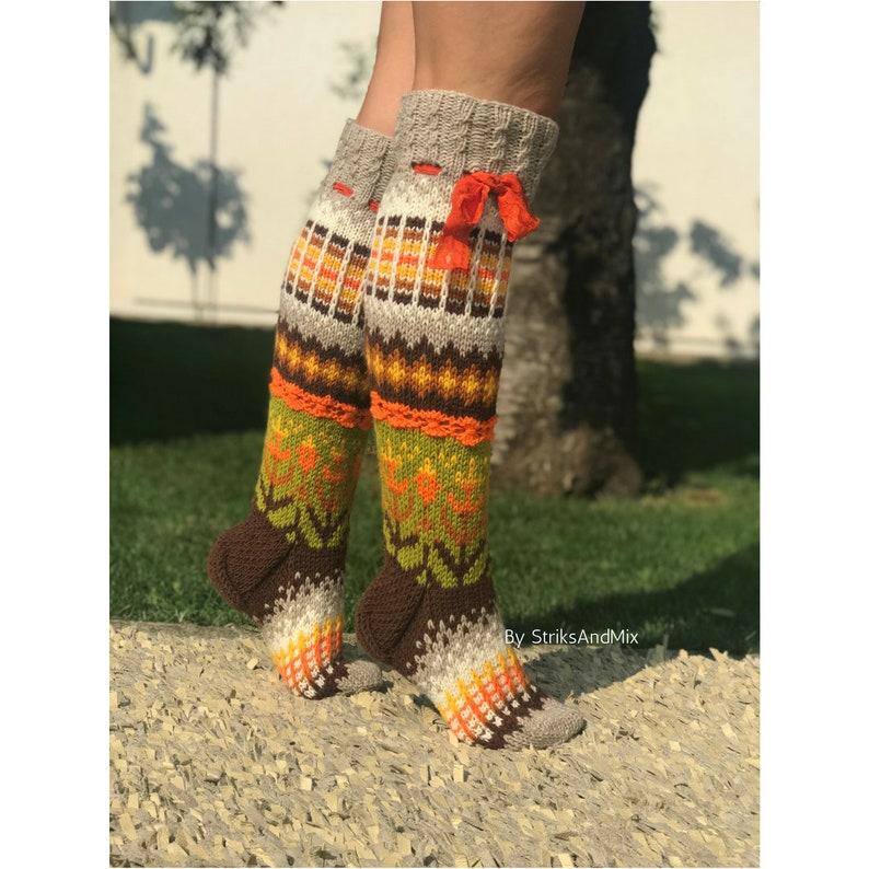 1ae5c8ccd2687 Automne automne hiver genou chaussettes en laine en lumière | Etsy