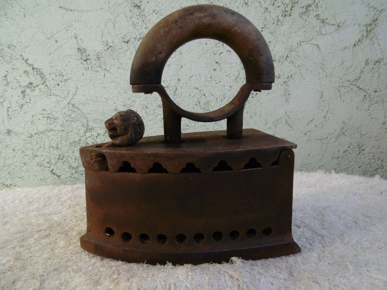 Old charcoal iron Wood handle Clothes iron Antique iron Vintage primitive iron lion/'s head Iron with lid Iron coal Iron collectible
