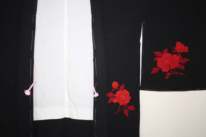 Japanese vintage soft silk and with lame black haori jacket of Vivid hand-drawn dyed peony flower pattern