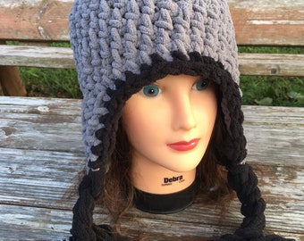 342301ef8ee96 Beanie with earflaps and pompom.