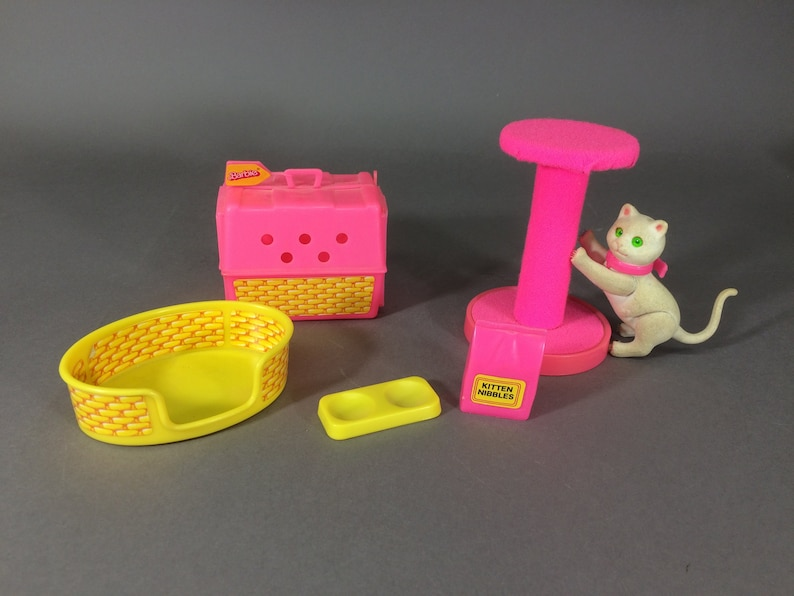Barbie's Cat Fluff 1983 with Carrier Scratching Post image 0