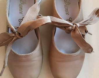 c85d7fda39a7 Vintage Tap Dancing Shoes - Dance Class - Lace Up Ballet Style Girls Dance  Shoes