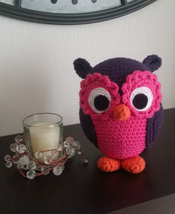 Free Crochet Pattern: Pink Owl Amigurumi Doll | Crochet patterns ... | 694x570