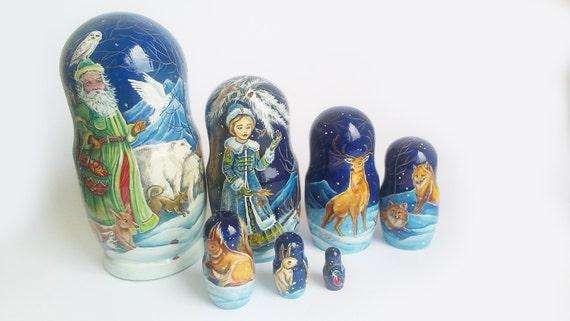 Poupées gigognes de Noël-peinture à la main. Hauteur 22 cm gigogne en bois poupées. Cadeau de Noël pour les amis.