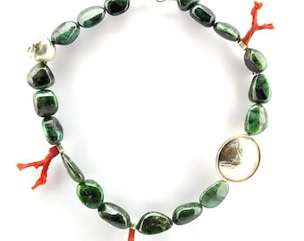 Necklace with polished emerald and mediterranean red coral