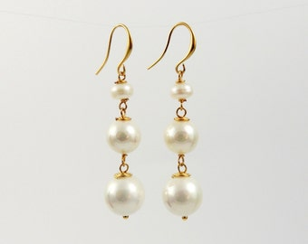 White pearl earrings, long white pearl earrings, elegant white  shellpearl earrings, gold white pearl earrings, white pearl drop earrings