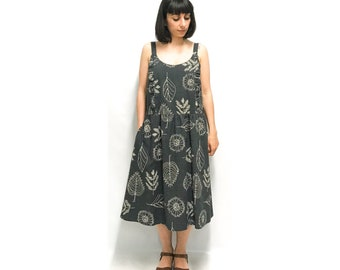 Apron dress in cotton-screened fabric
