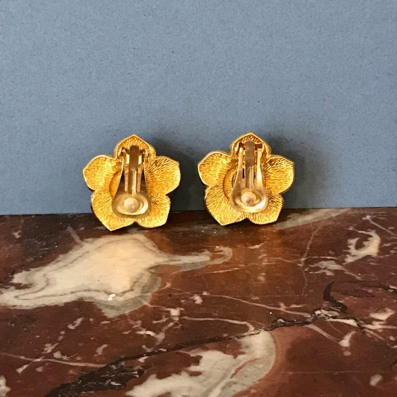 Cute green centred flower clip on earrings  80s earrings  clip on earrings  cocktail dress  statement earrings  floral earrings