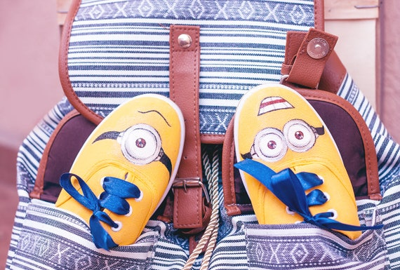 Baskets jaune peint à la main «Minion», «Minion», «Minion», chaussures de femme, Mesdames baskets, fête d'anniversaire, cadeau, même 2451cf