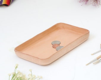 Molded Leather Valet Tray Sz Medium. Perfect for storing daily essentials in modern space.