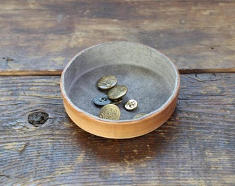 Grey Small Round Leather Tray. Jewelry dish, Organizing accessories to store lifestyle essentials. Home Decor Accent. Jewelry Case