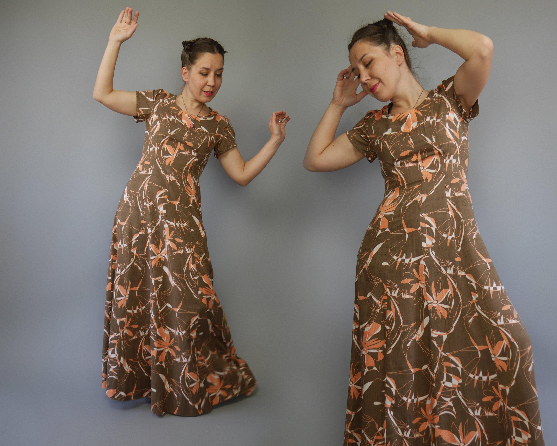 1e7a419e86 Maxi empire waist dress 70s Coffee brown dress with peach floral print  Short sleeves A line Medium