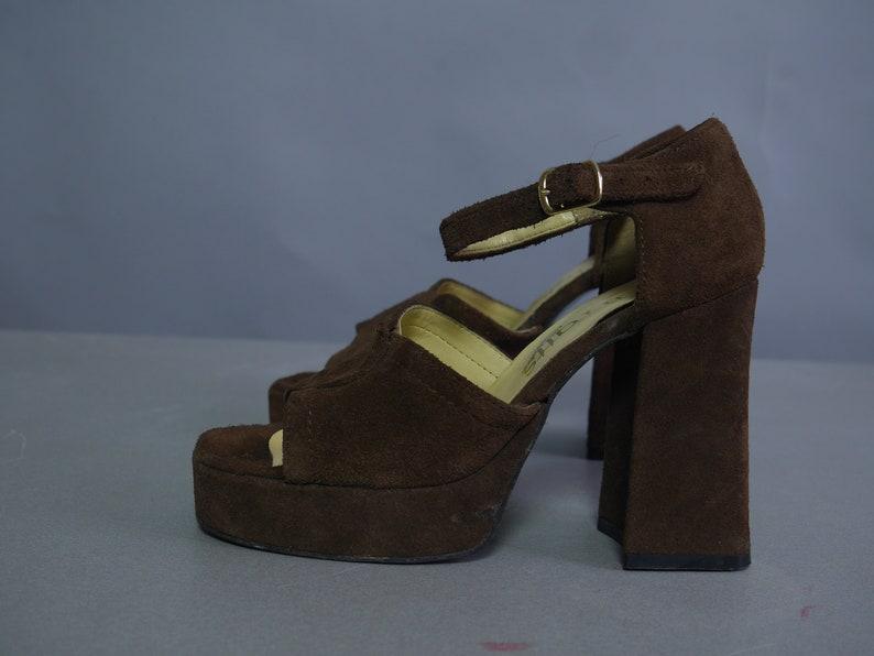 e3c0504846608 Plateau High Heels braun GLAM Disco Sandaletten von Barratts Schuhe Damen  Plattform Mary Jane Sandalen Biba Stil Wildleder Leder Chunky Größe UK 3