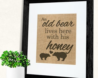 Black Friday Sale An old bear lives here with his honey! Cute Burlap Print