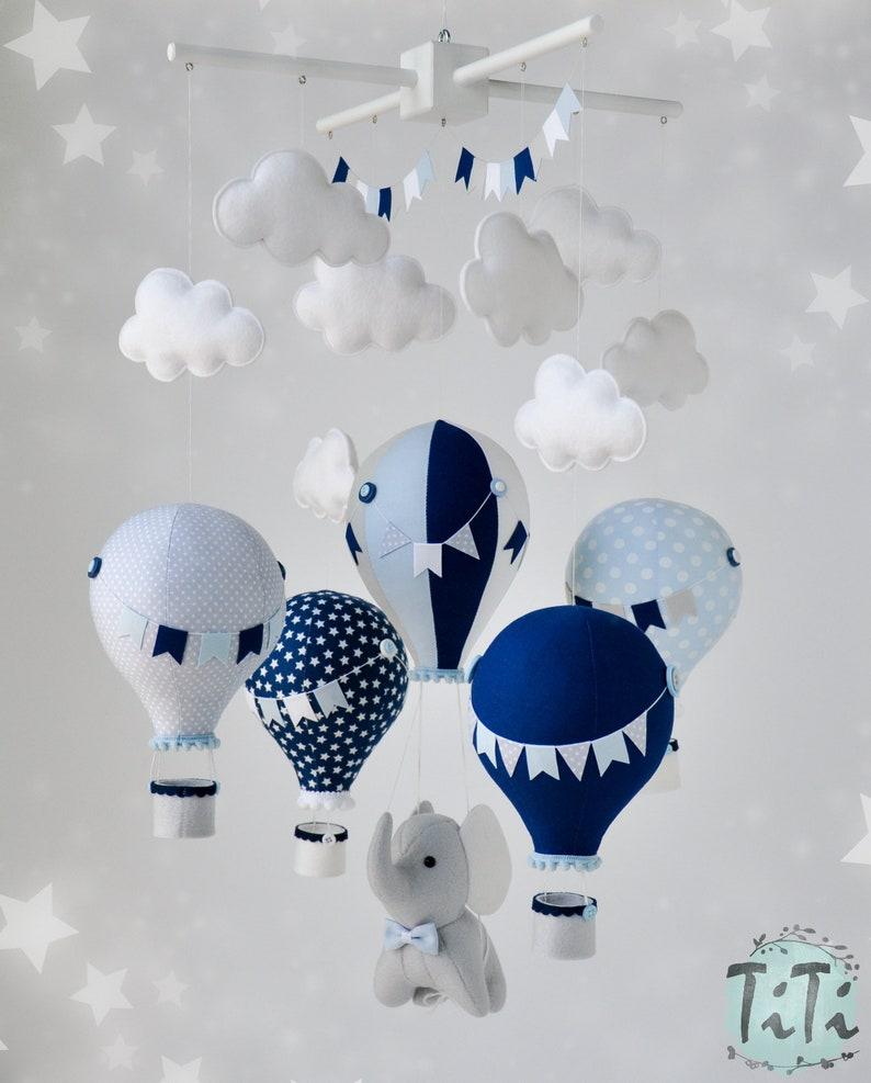 Mobile bébé montgolfière pour une chambre de garçon - Créatrice ETSY : TiTics