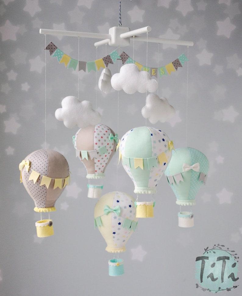 Mobile bébé montgolfière dans les tons pastels - Créatrice ETSY : TiTics