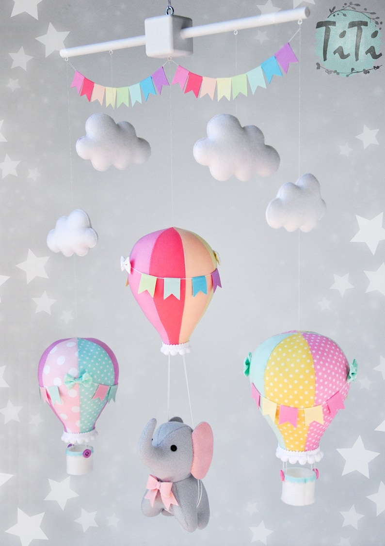 Mobile bébé montgolfière arc en ciel - Créatrice ETSY : TiTics