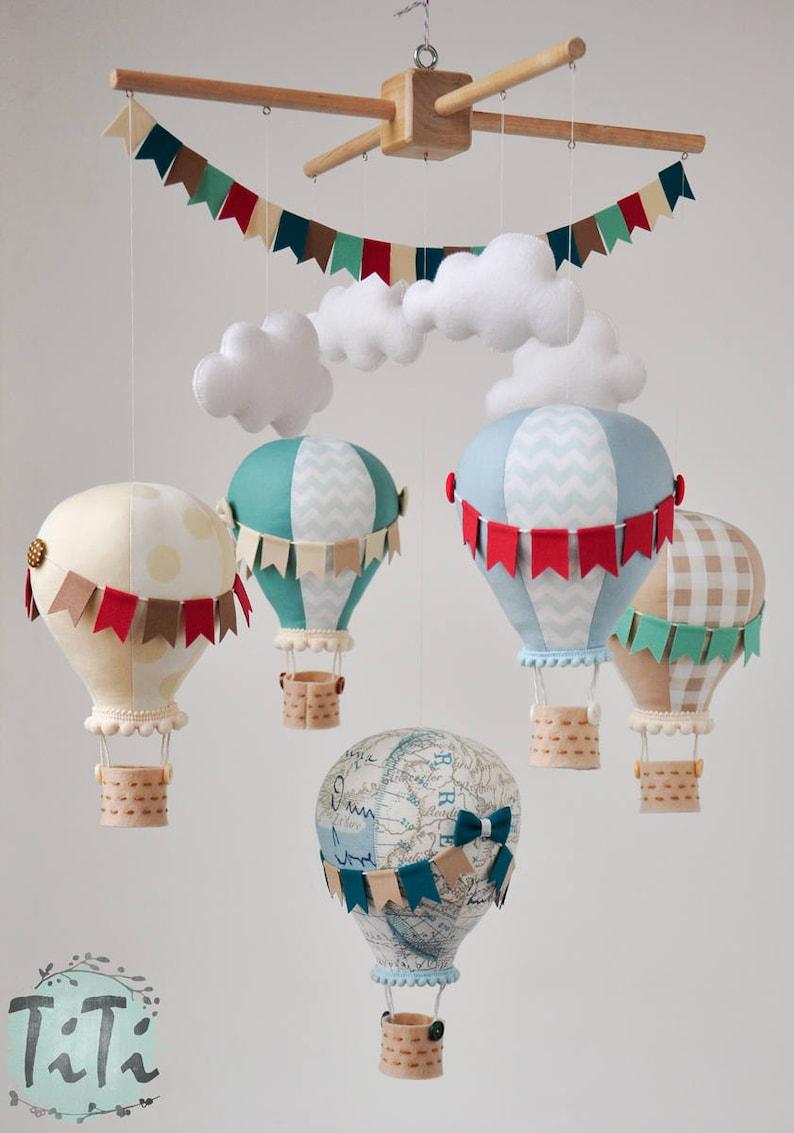 Mobile bébé montgolfière autour du monde - Créatrice ETSY : TiTics