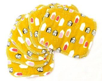 """Lot de 6 maxi lingettes lavables """"Maisons sur fond jaune moutarde"""""""