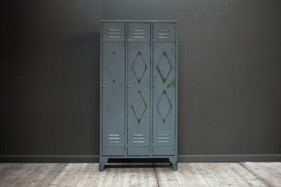 A customisable vintage, double diamond three door locker in grey