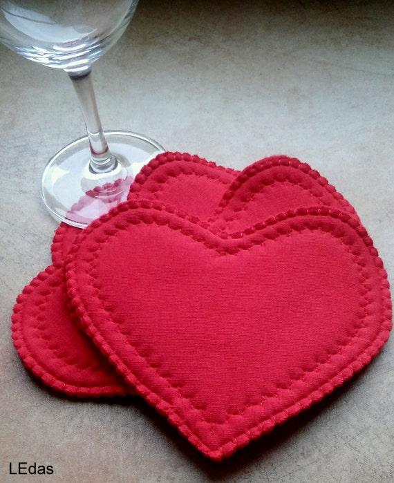 Sous-verre en tissus, décor coeur, coeur à la main, ensemble coaster, décoration maison, décoration de table, décor de fête, Saint-Valentin, coeur rouge, décoration de table