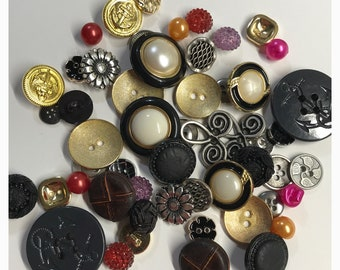 6540a6ccf47 50 Fancy assorted buttons