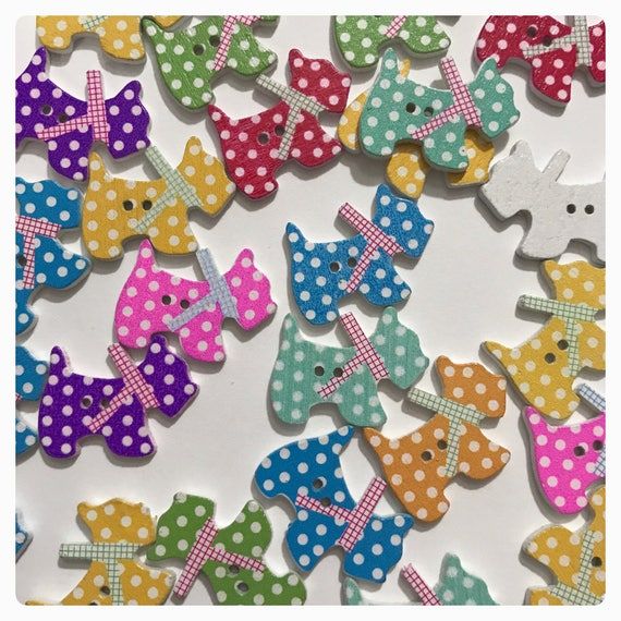 SEWING SCRAPBOOK CRAFTS 10 NEW WOODEN SCOTTIE  DOG SHAPED   BUTTONS