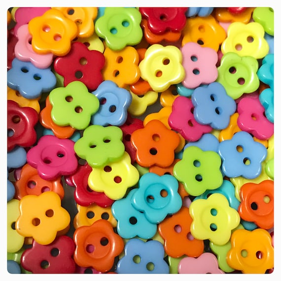 11mm and 15mm Red  Daisy Shaped Flower Buttons in Assorted Pack Sizes