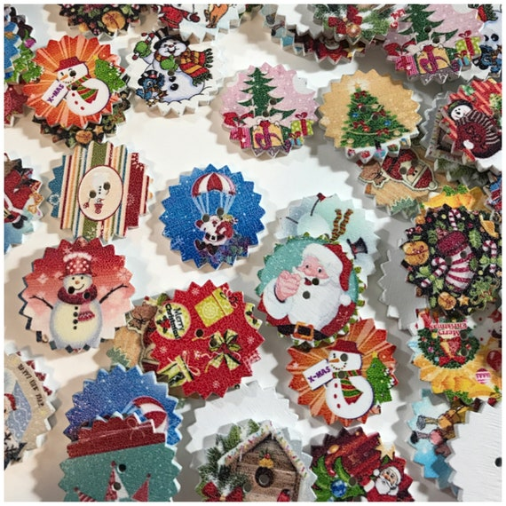 10 Wooden Multicoloured White Christmas Mix Buttons 15mm