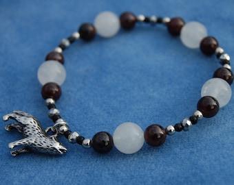 Wolf Howl Gemstone Bracelet – wild hunt – animal spirit – garnet – white quartz
