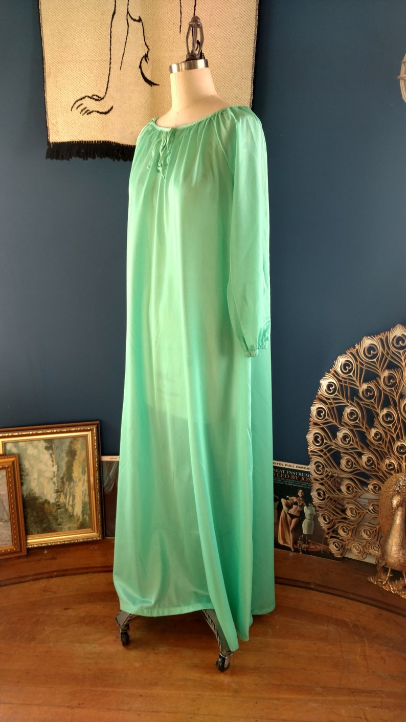 1313e0006d4c 1960s Soft Mint Keyhole Nightgown extra large   volup